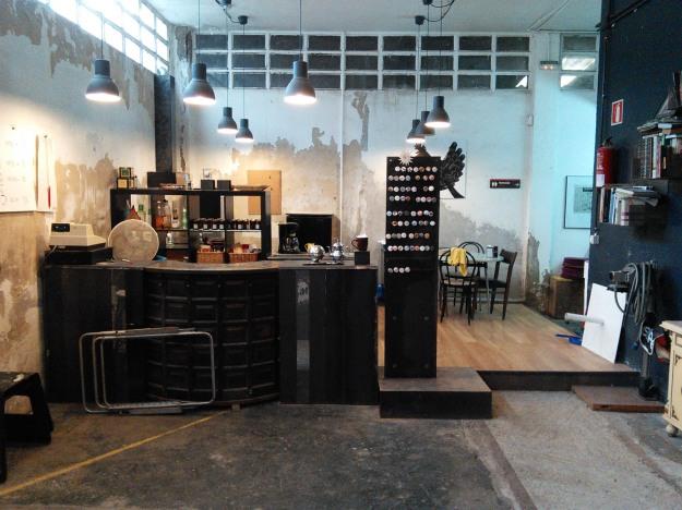 The kitchen-lounge at Boxa Arte Elkarte studios.