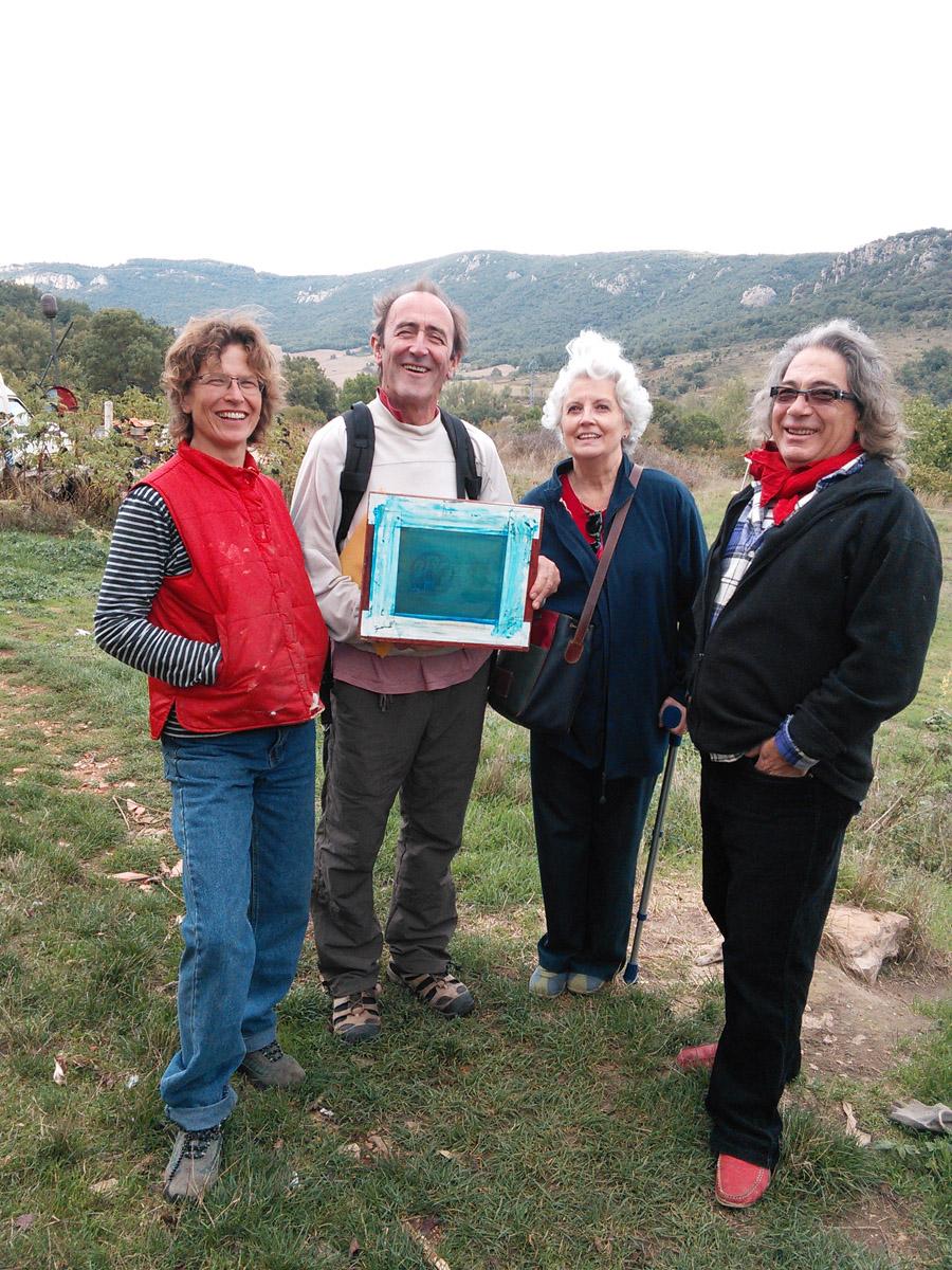 Dorien, Juan, Carmen & Emilio with overexposed screen.