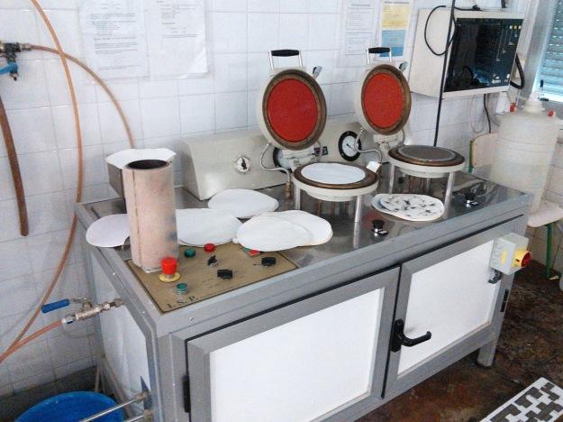 Circular paper testing equipment.