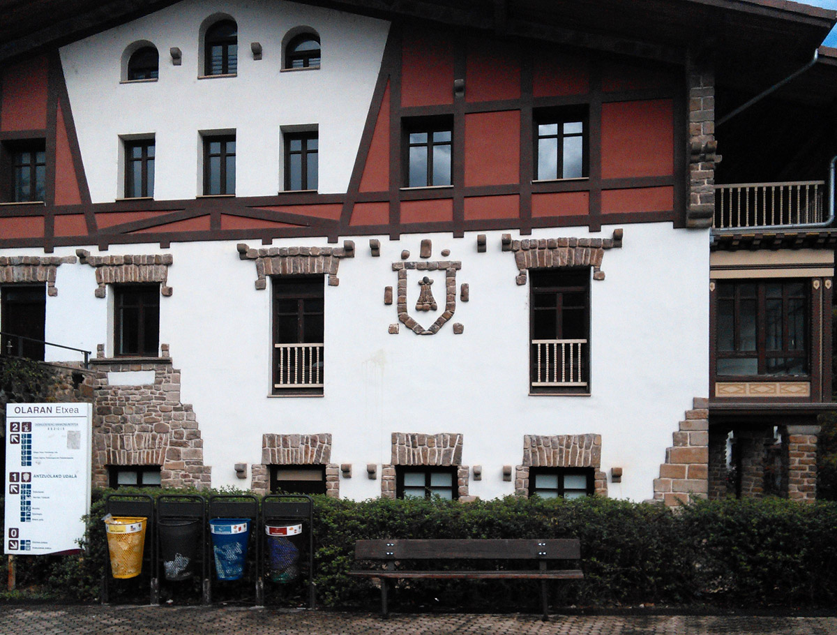 The beautifully restored Olaran House in Antzuola houses various municipal offices.