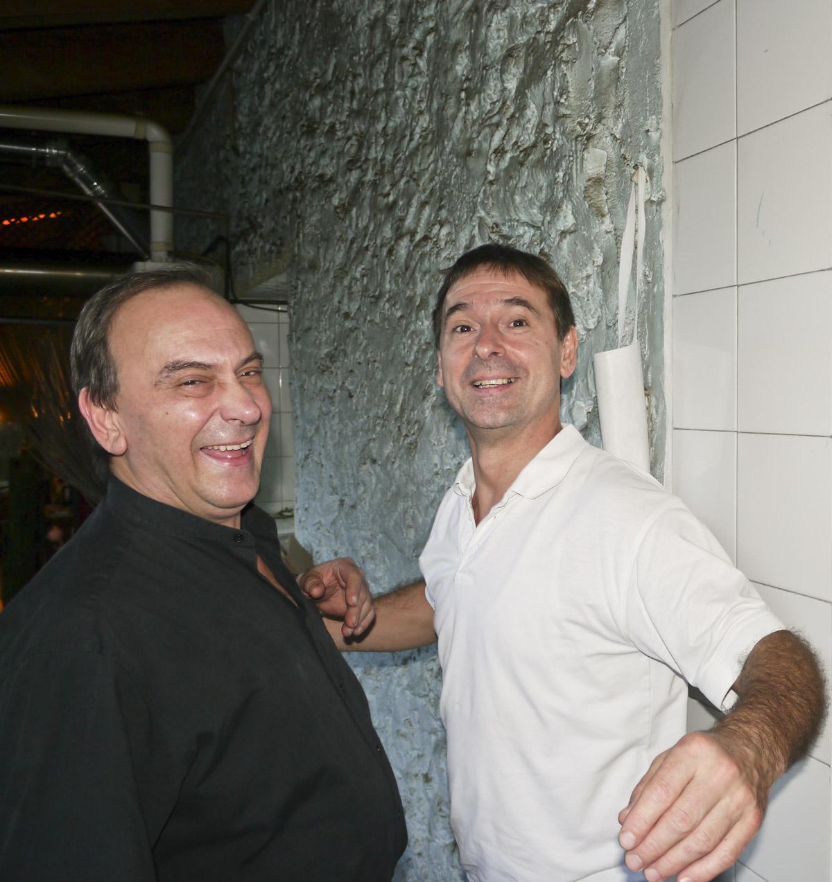 José & Iñaki joking around in the kitchen at Zuloaga Txiki.