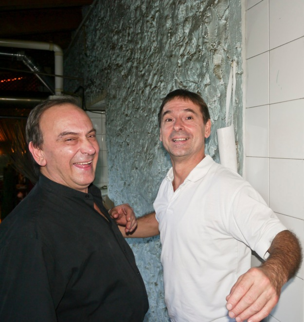 José & Iñaki joking around in the kitchen at Zuloaga Txiki.