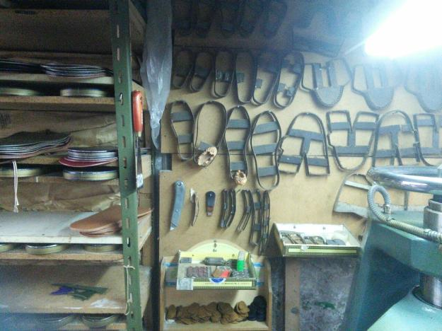 Templates for various kinds of shoes and sizes in Mikel's shop.